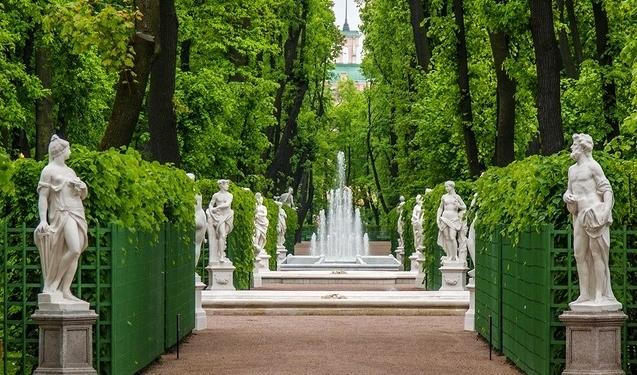 Archivo de noticias noticias de san petersburgo cultura centro espa ol de negocio cultura - Estatuas de jardin ...